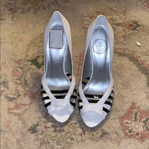 Jessica Simpson size 7 white pumps - new